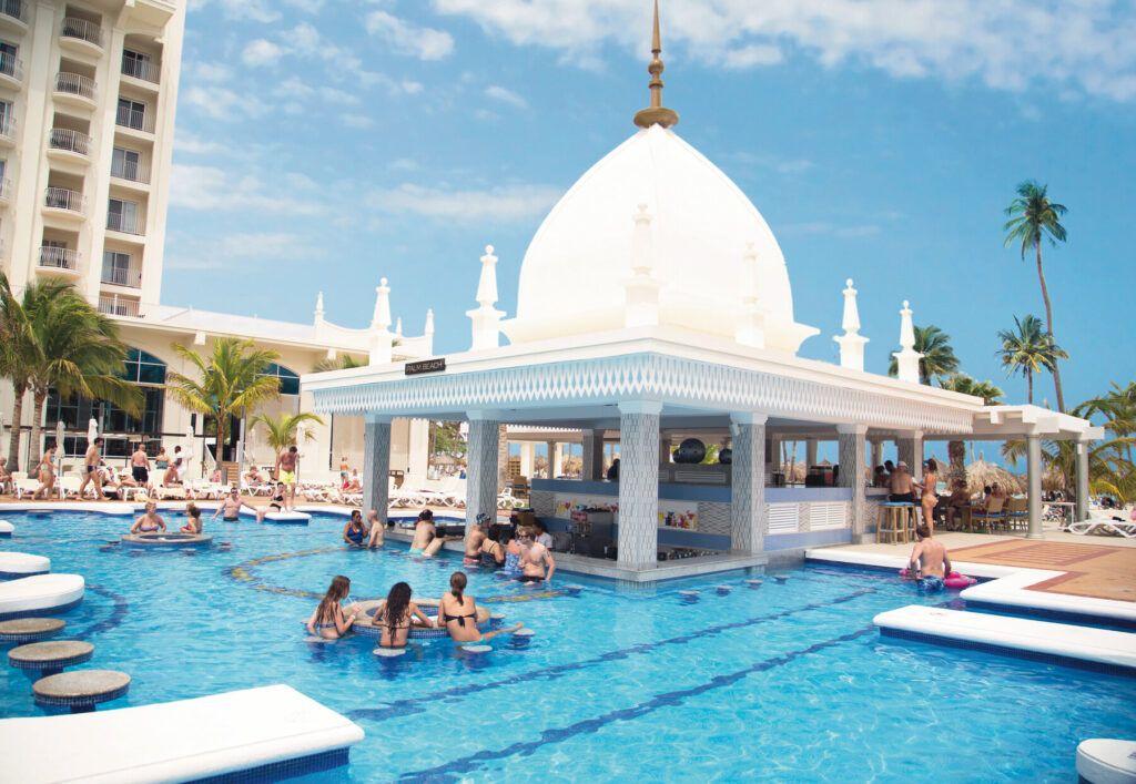 Riu Palace Aruba Swip-up pool