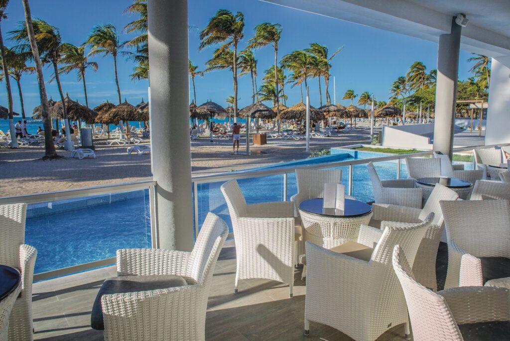 Riu Palace Antillas Poolside bar