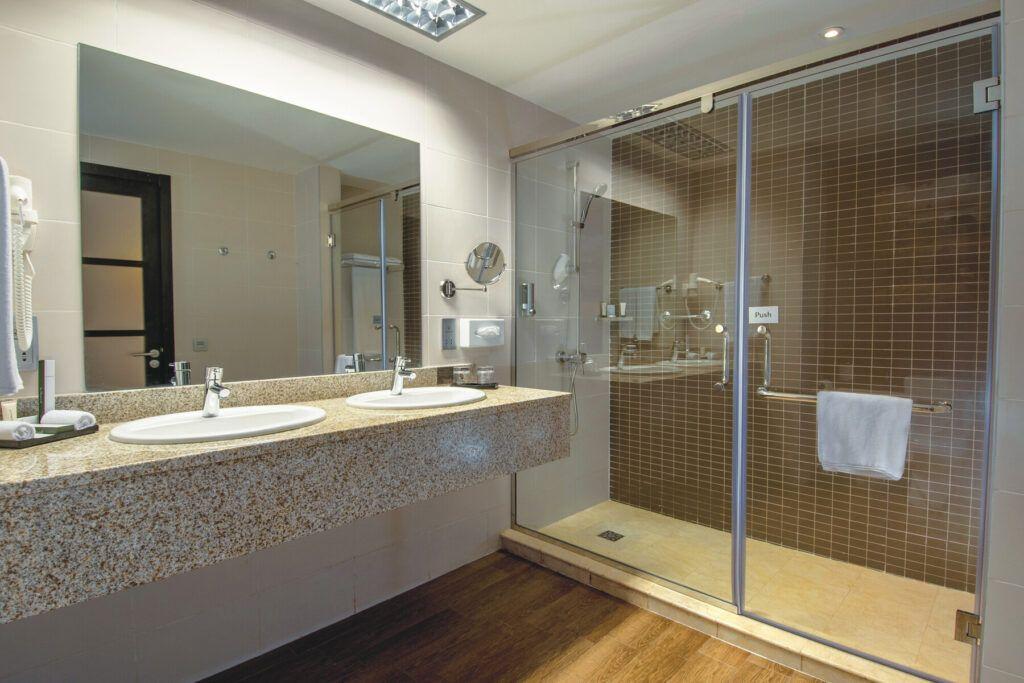 Riu Sri Lanka Junior suite zeezicht badkamer