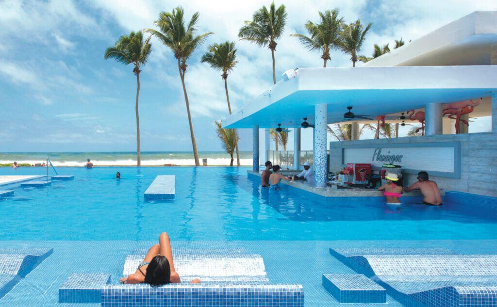 Riu Sri Lanka Swim up bar