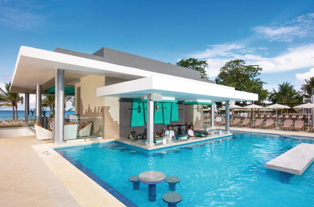 Riu Palace Tropical Bay Swim-up bar