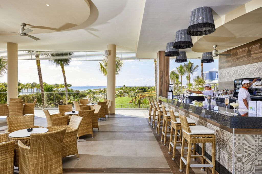 Riu Palace Costa Mujeres Poolside bar