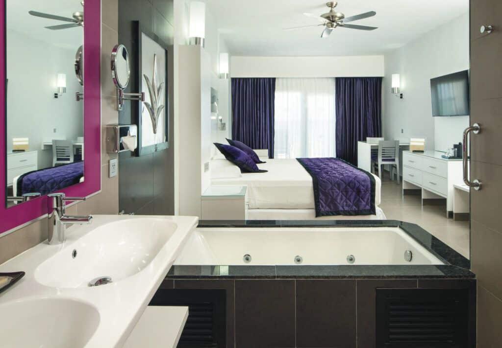 Junior suite standard_courtyard_partial ocean view