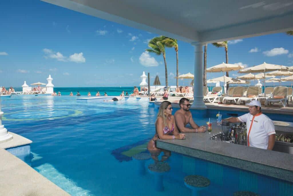 Riu Palace Las Americas Swim-up bar