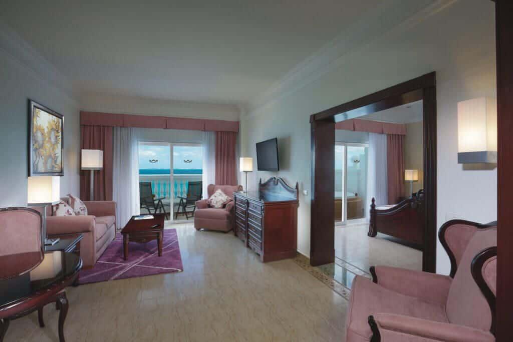 Riu Palace Las Americas Suite jacuzzi
