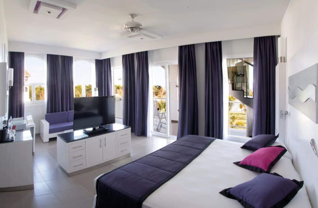 Riu Palace Mexico Suite jacuzzi