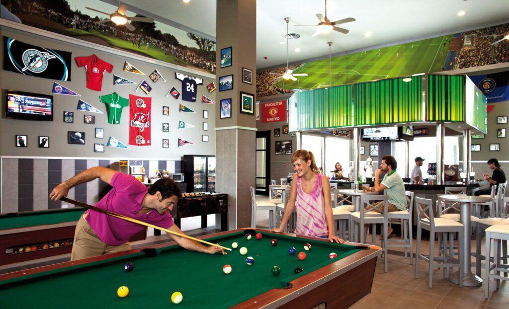 Riu Palace Bavaro Sports bar