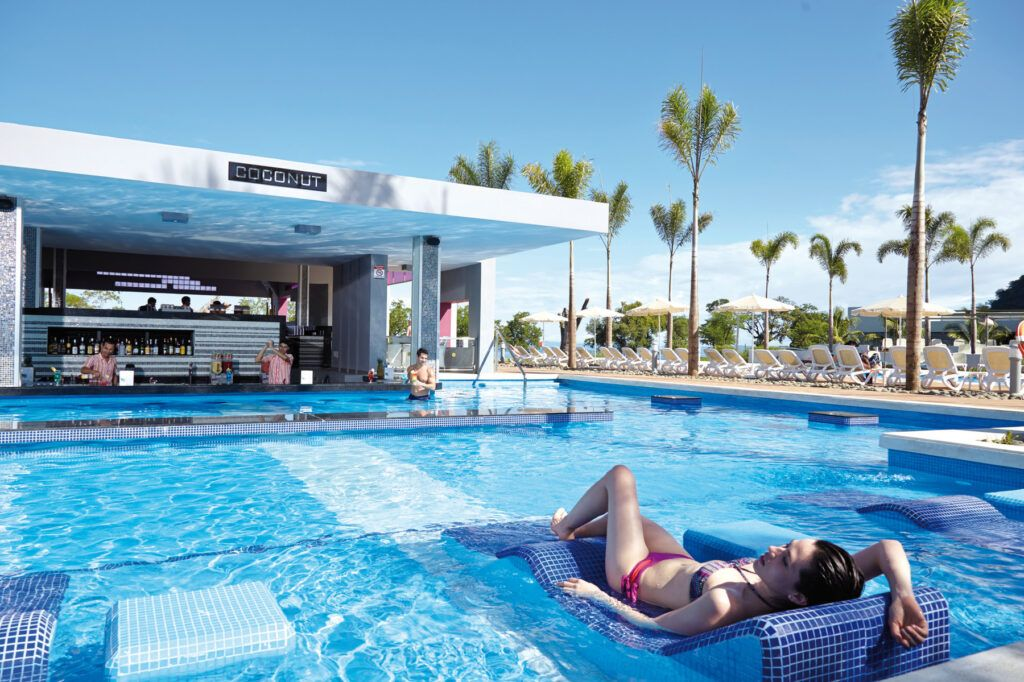 Riu Palace Costa Rica swim up bar