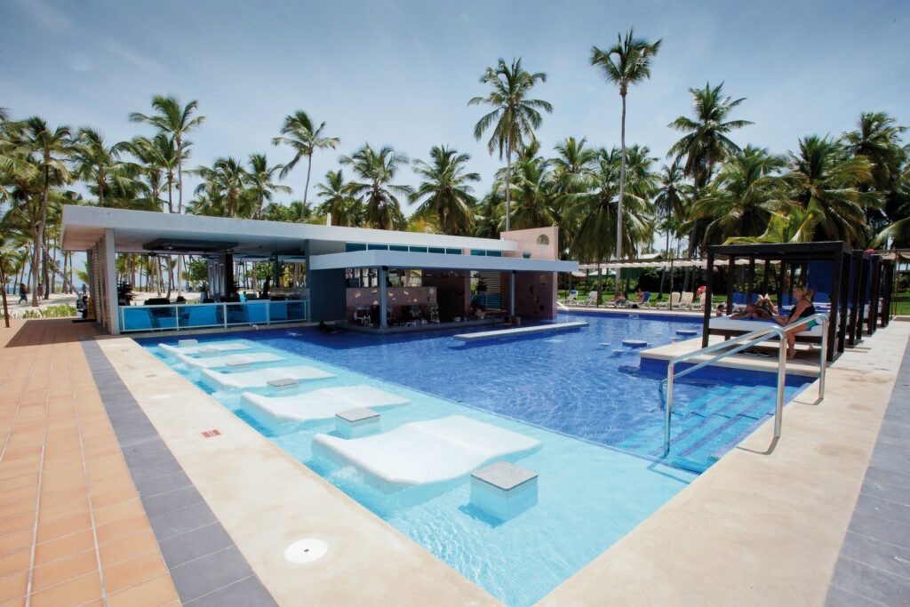 Riu Palace Macao Pool with swim-up bar