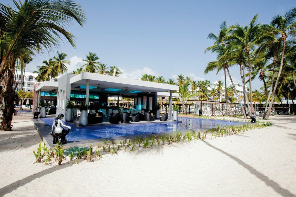 Riu Palace Macao Poolside bar