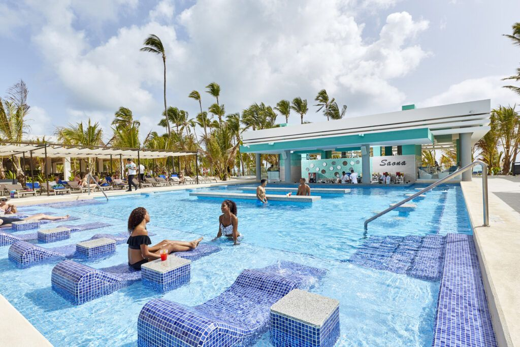Riu Palace Punta Cana Swim-up bar