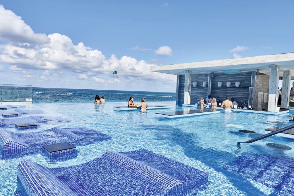 Riu Palace Punta Cana swim up bar