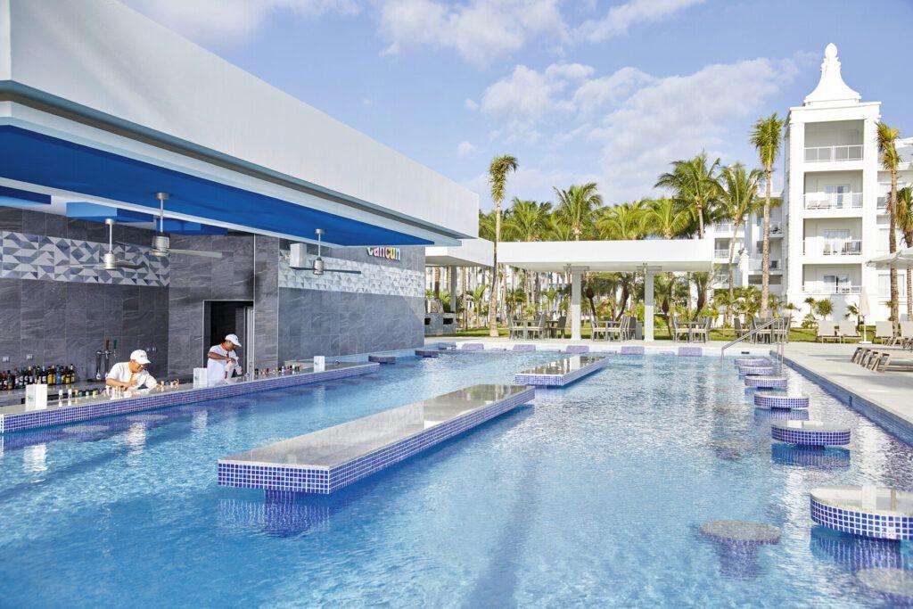 Riu Palace Riveira Maya Swim-up bar